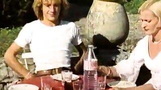 Pulchritudinous Blonde Babe Adorable Vintage Poking